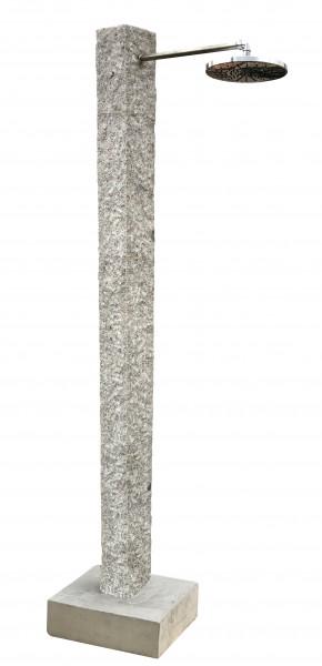 Granit-Dusche mit Edelstahl-Steigrohr