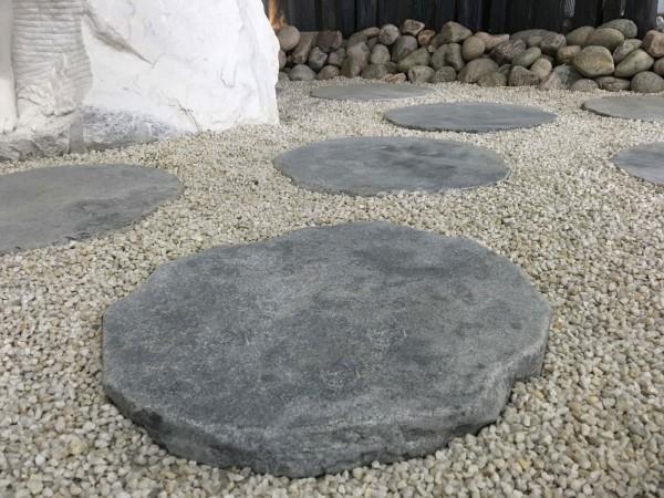 Limestone-Trittplatte, getrommelt, rund