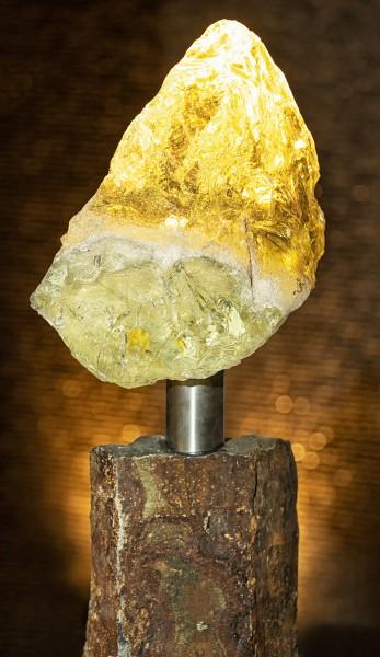 Basaltsäule mit LED-Glasbrocken